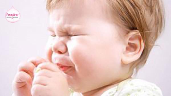 Tình trạng trẻ sơ sinh bị sổ mũi