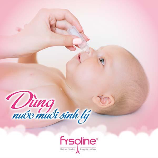 Dùng nước muối Fysoline hồng khi trẻ bị ngạt mũi