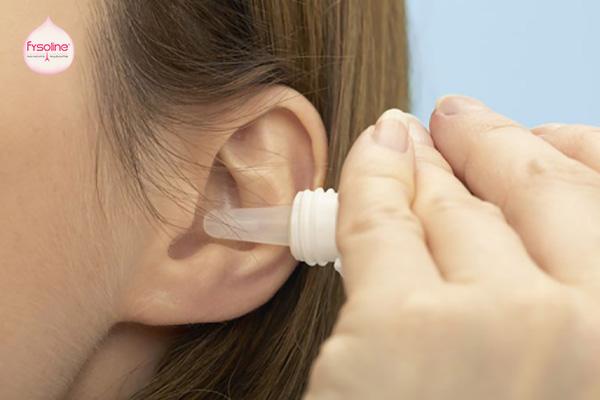 Sử dụng nước muối sinh lý nhỏ tai