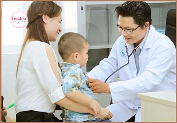 Thời điểm trẻ bị ngạt mũi nên đi khám bác sĩ