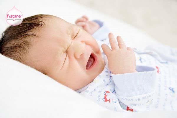Triệu chứng trẻ bị ngạt mũi