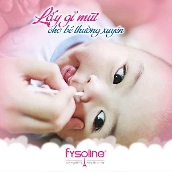 Vệ sinh mũi sạch sẽ khi trẻ bị ngạt mũi