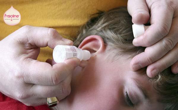 Cần thận trọng khi nhỏ nước muối sinh lý vào tai
