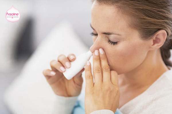 Rửa mũi bằng nước muối sinh lý an toàn cho bà bầu