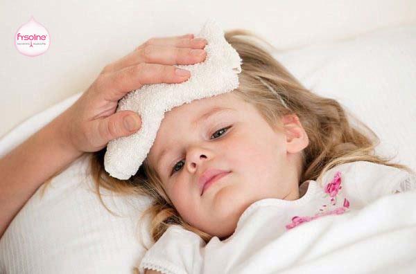 Biểu hiện khi bé cảm lạnh sổ mũi
