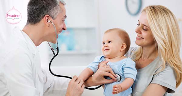 Khi nào cần đưa trẻ bị hắt hơi sổ mũi đến bác sĩ