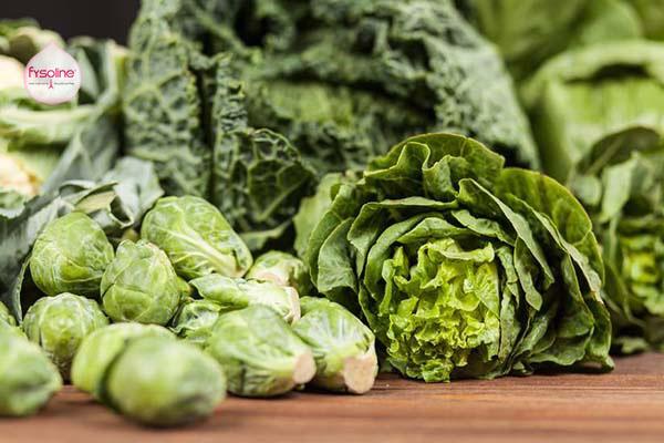 Trẻ bị cảm cúm sổ mũi nên ăn rau lá xanh