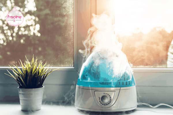 Sử dụng máy làm ẩm không khí giúp điều trị khi bé bị sổ mũi