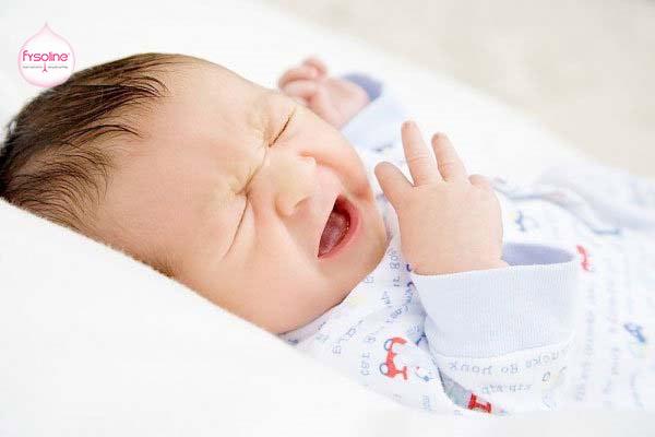 Trẻ sơ sinh bị sổ mũi nghẹt mũi