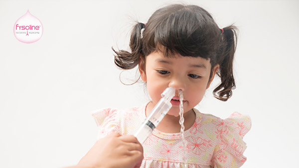 Không nên rửa mũi bằng xilanh