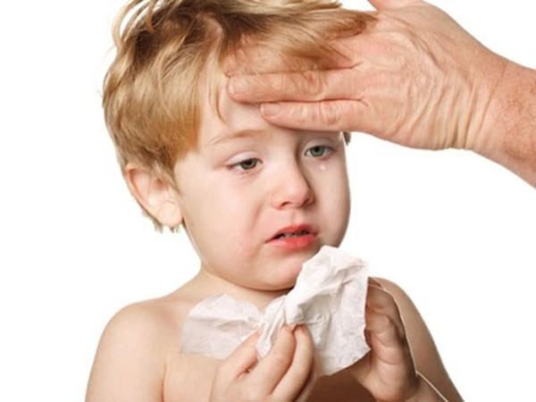 bé bị cảm cúm sổ mũi