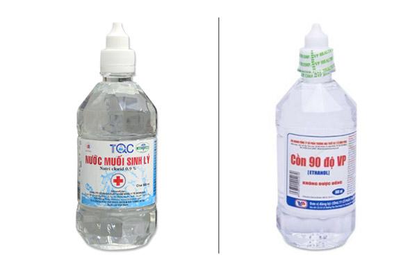 Hình dáng chai nước muối sinh lý và cồn