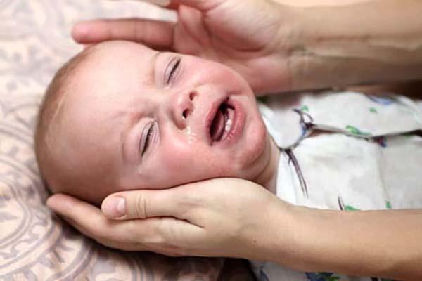 Làm gì khi trẻ sơ sinh bị sổ mũi