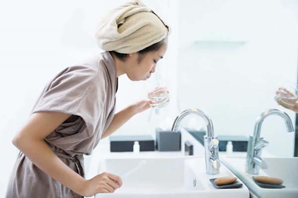 Nước muối sinh lý dùng để súc miệng